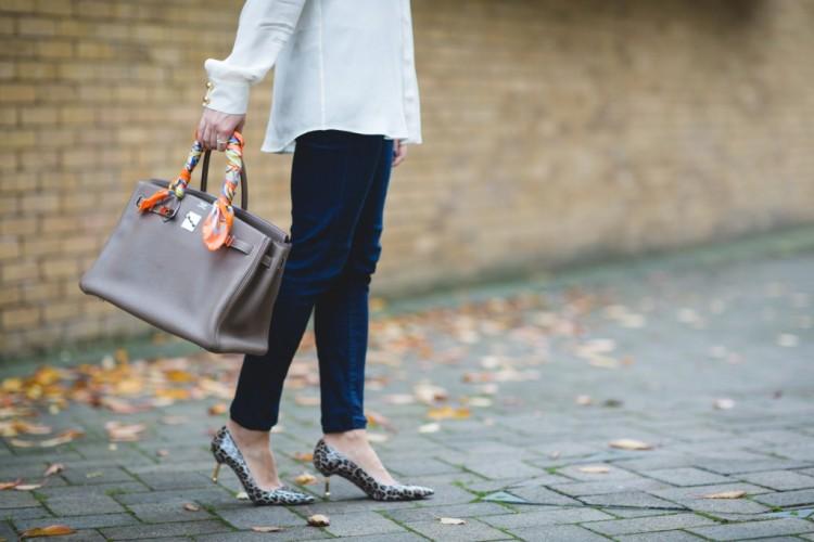 How-to-tie-silk-scarf-round-bag-fashion-blogger-london-street-style-sweatshirts-and-dresses-hermes-birkin-2-1024x683
